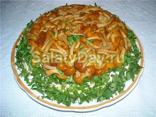 Традиционный салат с опятами «Полянка»