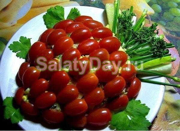 Вкусный салат с опятами и куриной грудкой