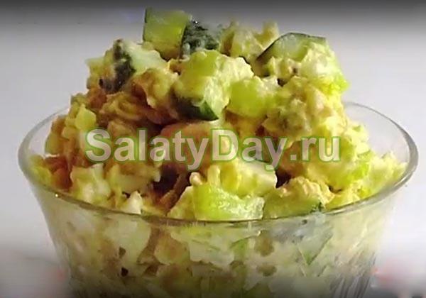 Салат с консервированной горбушей, пекинской капустой и огурцом