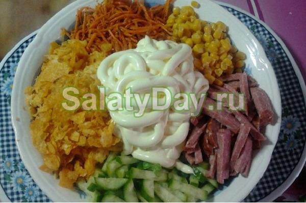 рецепт корейская морковка копченая колбаса сухарики яйцо кукуруза