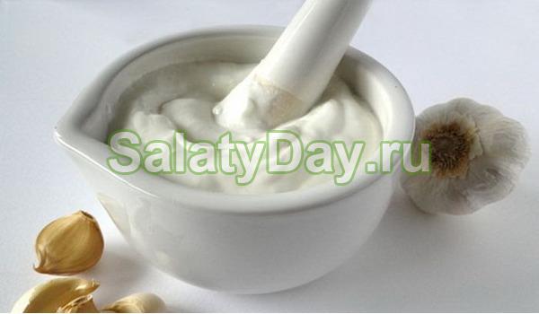 Диетический рецепт соуса для салата цезарь.