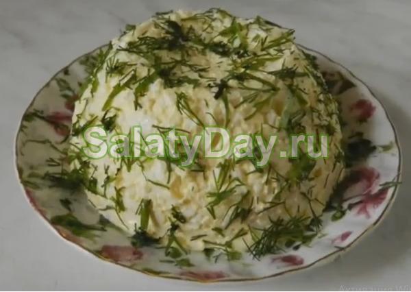 Самый простой салат с копченым сыром