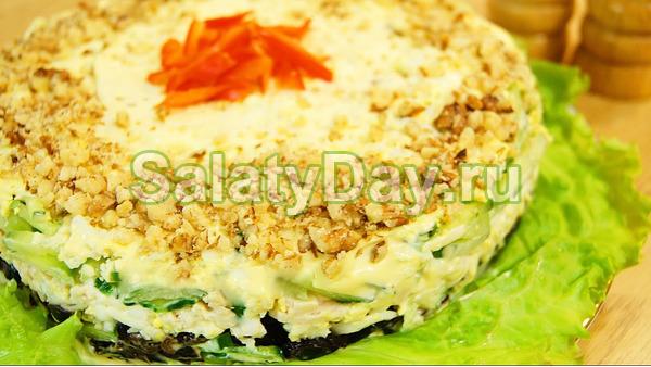 Салат с курицей и грецким орехом